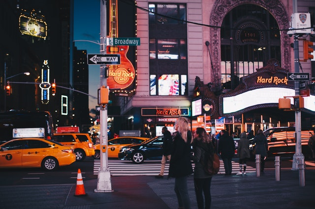 architecture-billboard-broadway-1634279